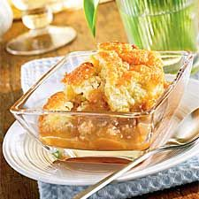 Maple Poor Man's Pudding Or As Known By French Canadians Pouding Chomeur.so Yummy And A Favorite For Us. Canadian Dishes, Canadian Cuisine, Canadian Food, Canadian Recipes, Just Desserts, Delicious Desserts, Dessert Recipes, Desserts Fruits, Apple Recipes