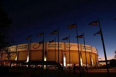 Nassau Coliseum,Long Island New York Beautiful Places To Live, Best Places To Live, Places Ive Been, Nassau Coliseum, Ice Castles, Long Island Ny, New York Islanders, Veterans Memorial, Island Girl