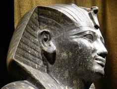 https://flic.kr/p/cFKS4d | Historisches Museum der Pfalz Speyer | Leihgabe aus dem Museum Turin  Sitzstatue Thutmosis I. Karnak Neues Reich, 18. Dyn. Diorit