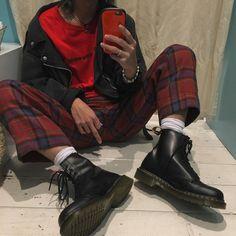 "438 Likes, 5 Comments - Ⓗ⒤⒭Ⓞ⒴⒰Ⓚ⒤ (@hiroyuki_bdkmv) on Instagram: "". さいきん赤と黒ばっかきとるけん、 あしたは違う色着よっと(笑) 今日を一言で表すね! ""足痛い"" #ootd #outfit #style #drmartens"""