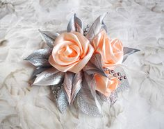Light Peach and Gray Sparkling Kanzashi Fabric por Elizasdreams