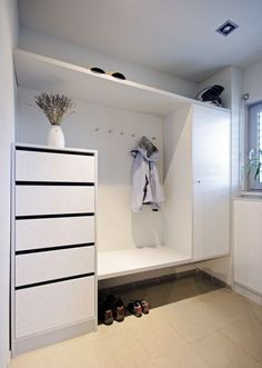 There are some ideas to think about here for future mudroom