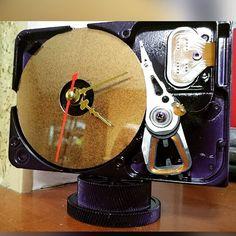 #sandcraftart#recycledart#recycledmaterials#recycleddecor#handmadeclocks#computerart#industrialclock#computerclock#hddart#hddclock#harddiskclock#itgift#itgeek#birthdaygift#uniquegifts#uniquegift#giftbirthday Clock Ideas, Clock Parts, Electronics Projects, Repurposed, Birthday Gifts, Survival, Arts And Crafts, Creative, Instagram Posts