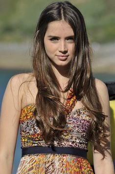 Ana de Armas Long Curls - Ana de Armas kept it cool and casual in long bouncy curls at the San Sebastian Film Festival.