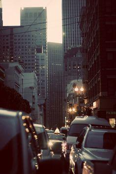 Wczesny ranek w San Francisco. Przez zatłoczone ulice lepiej przedzierać się po filiżance dobrej herbaty. Odkrywaj świat z Big-Active http://www.big-active.pl/