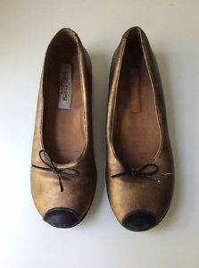 Enzo Carisi Girls' Size 35 US Size 3 Handmade In Italy Gold Slip-On Shoes