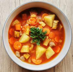 Vegán gulyás leves csipetkével   Vegán Blog - Vegán receptek, receptkönyv, blog Tempeh, Tofu, Thai Red Curry, Vegan, Ethnic Recipes, Blog, Blogging, Vegans