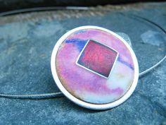 Matte Purple-Red Opal Pendant / Penjoll Òpals Rosa i Roig / Colgante Esmalte Ópalo y Plata, Matizado, por MNesmalts,