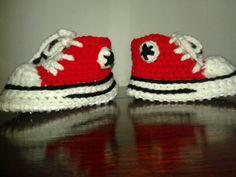 Pantuflas tejidas en crochet con suela antideslizante. Iguales a las verdaderas zapatillas, tipo Converse All-star . Encontrame en Facebook. Macarumis