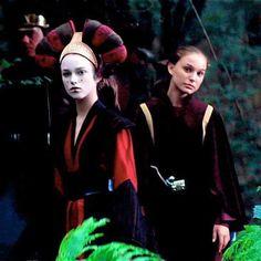 Star Wars Episode I: The Phantom Menace Keira Knightley & Natalie Portman. I had no idea Kiera was in Star Wars! Star Wars Padme, Amidala Star Wars, Queen Amidala, Star Wars Cast, Star Wars Characters, Star Wars Episodes, Sith, Dark Vader, Star Wars