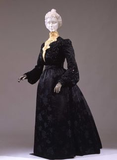 Reception dress, circa 1902.