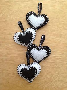 Set of 4 Black & White Felt Mini Heart Decorations - Favours - folksywedding £4.00