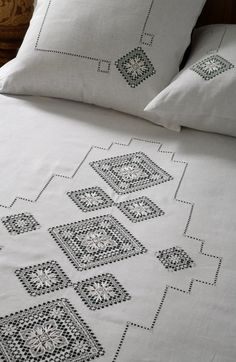 Needle lace from Nizhny Novgorod Province, Russia. Bed linen. #Russian #lace