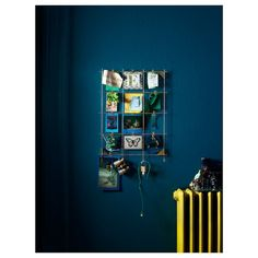 MYRHEDEN Memo board with clips, brass color. Twelve clips are included to hang your objects. Includes 4 hooks to hang keys and other small things. Memo Boards, Ikea Pictures, Disney Rooms, Rental Apartments, Brass Color, Messing, Frames On Wall