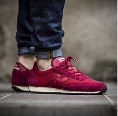 Und was Sie denken über unsere neue NEW BALANCE? Schuhe für Damen, vor allem für die, die weinrote Farbe bevorzugen. Kultschuhe New Balance aus der neuen Kollektion.  #Schuhe #Sport #Newbalance #Weinrot #Kollektion #Damen #Frauen