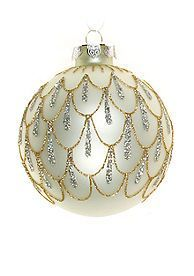 Cute hand-painted design. Would be pretty with blue and green peacock colors Painted Christmas Ornaments, Hand Painted Ornaments, Holiday Ornaments, Christmas Tree Ornaments, Christmas Holidays, Christmas Decorations, Beaded Ornament Covers, Beaded Ornaments, Diy Ornaments