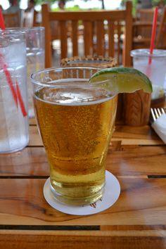 マウイのハッピーアワー・ビールとカクテル