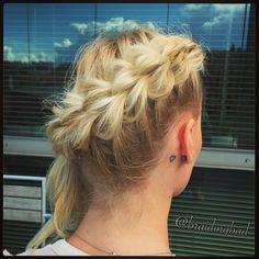 """Heli on Instagram: """"#3strandpullthroughbraid for #fridayhair  #kolmeosainenläpivetoletti on näyttävä #perjantaikampaus  . . #3dpullthroughbraid #3osainenläpivetoletti #braid #braiding #braidinghair #braidideas #instabraids #letti #lettikampaus #letitys #hairdo #hairstyles #plaitedhair #suomiletit #braidsforgirls #featuremeisijatytot #hotbraidsmara #featureaccount_ #braidinginspiration #inspirationalbraids #festaritukka"""""""