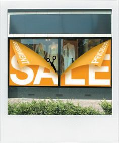 windows,visual merchandising sale 50% - Buscar con Google