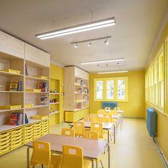 LUZ FRÍA ART- Este salón es llamativo por su color amarillo, el cual se intensifica por la iluminación fría.