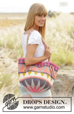Looking for a beautiful bag this summer? This work of art will go with any outfit, and is sure to attract compliments.  The design is a Drops