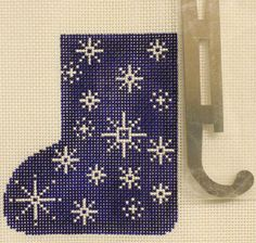 shelly_tribbey_sk23_blue_snowflake_mini_skate_18_mesh_2.25_x_4_needlepoint_canvas_threads_sold_separately_50_large.jpg (480×456)
