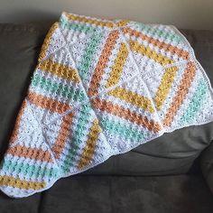 Cedar River Blanket in Caron Simply Soft Crochet Quilt Pattern, Crochet Blanket Border, Crochet Baby Blanket Free Pattern, Tapestry Crochet, Crochet Squares, Crochet Yarn, Crochet Stitches, Crochet Blankets, Crochet Afghans