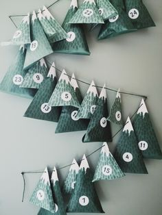 Tinker advent calendar: ideas & step-by-step instructions - - 12 Days Of Christmas, Winter Christmas, Xmas, Advent Calenders, Diy Advent Calendar, Calendar Ideas, Handmade Christmas, Christmas Crafts, Christmas Decorations