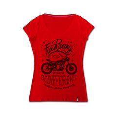 Tshirt Biker Emblema della lady biker, la tshirt si presta per qualsiasi look, sportivo e elegante. La stampa vintage inoltre imprime carattere e stile unico.