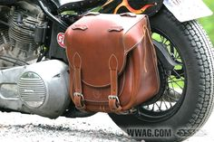 The Duke saddlebag is slightly smaller than the Bamse series but still large enough for your weekend trip. Four stra ...