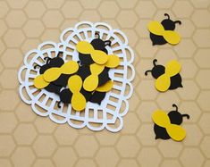 Aplique Abelhinha (A146) Bumble Bee Foods, Bumble Bee Honey, Bee Crafts, Diy And Crafts, Birthday Decorations, Birthday Party Themes, Picnic Theme, Bee Party, Bee Theme