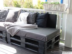 Sofa made of pallets Lavasohva DIY Pallet, Porch Swing, Outdoor Furniture, Outdoor Decor, Game Room, House Plans, Sweet Home, Indoor, Interior Design