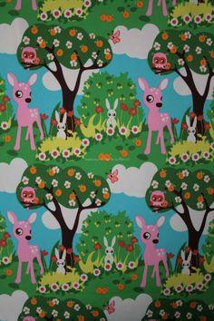 Zonkt uit Scandinavië is een super leuk merk met vrolijke prints voor kinderen. De stoffen spreken ieder kind aan vanwege de vele kleuren en vrolijke plaatjes. Deze vrolijke bambi stof is echt een schatje!