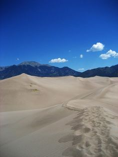 ✮ A ridge trail atop the Great Sand Dunes in Colorado