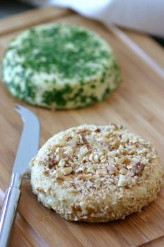 A recipe for vegan basic almond cheese that can be enjoyed as is or crumbled on salads, pasta, or pizza. Tj - can use almond flour Vegan Cru, Raw Vegan, Vegan Vegetarian, Vegetarian Recipes, Vegan Cheese Recipes, Raw Food Recipes, Cooking Recipes, Healthy Recipes, Almond Cheese Recipe