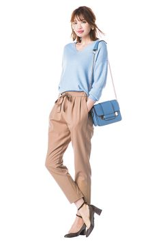 with 2016年11月号 宮田聡子 こっくりベージュのパンツは秋カラーとも相性抜群 Casual Dresses For Women, Casual Outfits, Cute Outfits, Clothes For Women, Pants Style, Office Ladies, Workwear, Fashion Pants, Business Casual