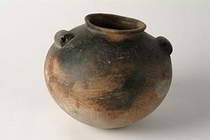 Naqada II - Predynastic. Cooking pot. Scientific analysis has shown that this pot once contained a meat stew with honey.  Circa 3,400 BC.