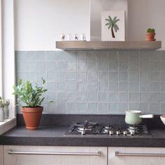 6 ideas for choosing or relooking your kitchen credenza - My Romodel Kitchen Buffet, Patio Kitchen, Kitchen Linens, White Kitchen Cabinets, Wooden Kitchen, Kitchen Backsplash, Kitchen Decor, Kitchen Centerpiece, Centerpiece Ideas