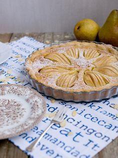 Pradobroty: Hruškový koláč s mandlovou náplní No Bake Pies, Sweet Cakes, Sweet Recipes, Camembert Cheese, Nom Nom, Sweet Tooth, Food Porn, Food And Drink, Sweets