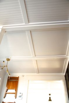 That's what our ceiling beadboard needs! DIY ceiling covered in white beadboard and trim Do It Yourself Design, Dropped Ceiling, Ceiling Treatments, Deco Design, Design Design, Basement Remodeling, Basement Decorating, Basement Ideas, Budget Decorating