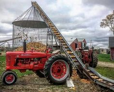 Farmall M on elevator Big Tractors, Case Tractors, Farmall Tractors, Antique Tractors, Vintage Tractors, Vintage Farm, Farm Images, Farm Pictures, Tractor Pictures