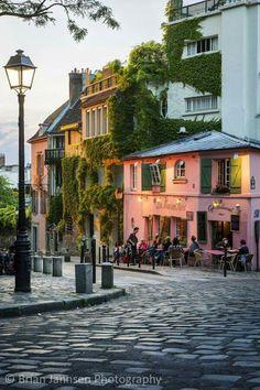 """""""La Maison Rose"""" at Montmartre - Paris, France"""
