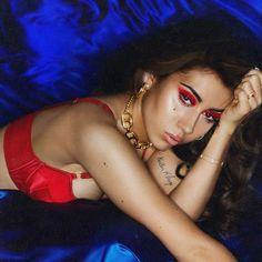 kali uchis- isolation Halloween Inspo, Halloween Looks, Halloween Face Makeup, Lana Del Rey Honeymoon, Victoria Monet, Kali Uchis, English Artists, Dangerous Woman, Celebs
