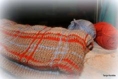 Hand knitted tartan planket