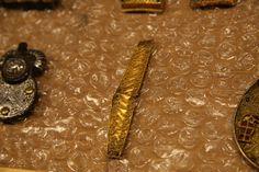 Plaque de fourreau de scramasaxe, milieu du VIe siècle. Provenant de Chaouilley, en or (technique filigrane) (C) MAN / P. Fallou