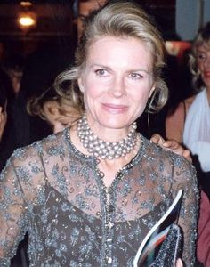 """Candice Bergen returning for 13 new episodes of 'Murphy Brown'. Candice Bergen has signed on to reprise her iconic broadcast journalist character in a revival of """"Murphy Brown. Candice Bergen, Faith Ford, Dianne Wiest, Katharine Ross, Young And Rich, Dress Meaning, Murphy Brown, Angela Lansbury, Belle"""