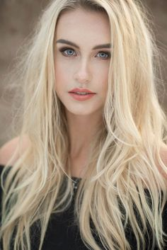 Outdoor dreamy senior pictures- posing and what to wear Blonde Beauty, Daenerys Targaryen, Women Wear