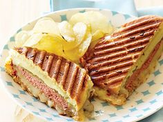Roast Beef and Two-Chile Grilled Cheese on Onion Rolls - Easy Sandwich Recipes - Sunset Grilled Sandwich, Soup And Sandwich, Sandwich Board, Wine Recipes, Beef Recipes, Cooking Recipes, Best Sandwich Recipes, Lunch Recipes, Sliced Roast Beef