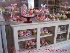 1:12 bakery by IGMA Artisan Robin Brady-Boxwell - Crown Jewel Miniatures