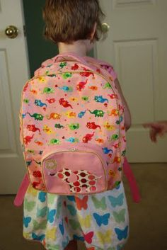 uniquety: back pack for toddlers, really great instructions, with options for adjusting size Sewing Crafts, Sewing Projects, Sewing Ideas, Toddler Backpack, Backpack Pattern, Kids Backpacks, Packing, Let It Be, Diy Bags